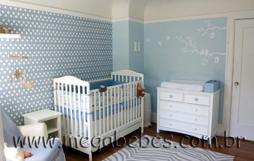 Quarto de Bebê com Papel de Parede, Adesivos e Painel