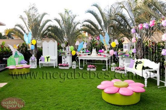 imagens são de uma festa com tema Jardim Encantado digna de arrancar